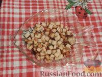 Фото приготовления рецепта: Овощной салат с брынзой и сухариками - шаг №4