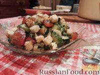 Фото приготовления рецепта: Овощной салат с брынзой и сухариками - шаг №11