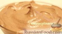 Фото к рецепту: Сливочно-шоколадный крем со сгущенкой
