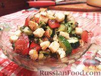 Фото к рецепту: Овощной салат с брынзой и сухариками