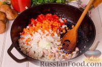Фото приготовления рецепта: Паста с курицей в томатном соусе - шаг №5