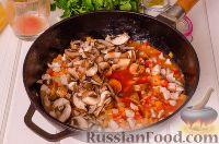 Фото приготовления рецепта: Паста с курицей в томатном соусе - шаг №6