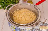 Фото приготовления рецепта: Паста с курицей в томатном соусе - шаг №8