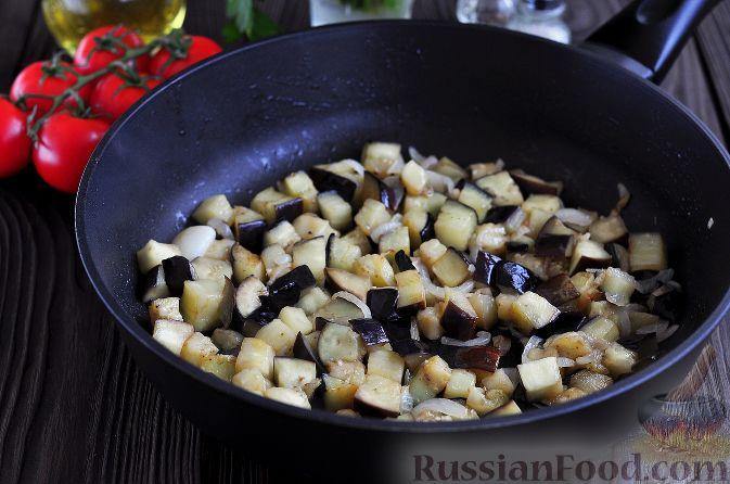 Фото приготовления рецепта: Салат из баклажанов и яиц - шаг №3