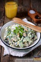 Фото к рецепту: Салат с мидиями и огурцом