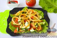 Фото к рецепту: Салат с кальмарами, овощами и красной икрой