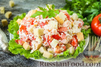 """Фото к рецепту: Салат """"Минутка"""" из помидоров, сыра и сухариков"""