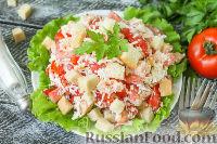 """Фото приготовления рецепта: Салат """"Минутка"""" из помидоров, сыра и сухариков - шаг №6"""