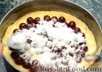 """Фото приготовления рецепта: Пирог """"Вишневый сад"""" с вишней - шаг №11"""