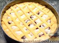 """Фото приготовления рецепта: Пирог """"Вишневый сад"""" с вишней - шаг №13"""