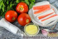 Фото приготовления рецепта: Салат с крабовыми палочками, помидорами и чесноком - шаг №1