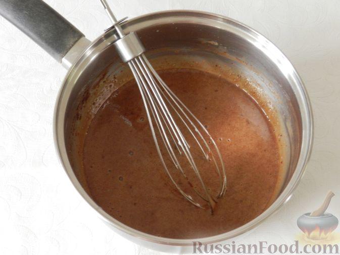 Фото приготовления рецепта: Сладкий фруктовый салат с шоколадным соусом - шаг №3