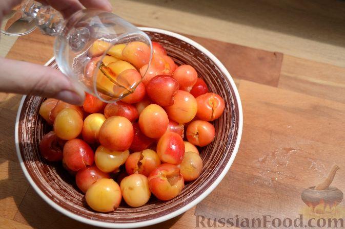 Фото приготовления рецепта: Варенье из белой черешни, с лимоном - шаг №3