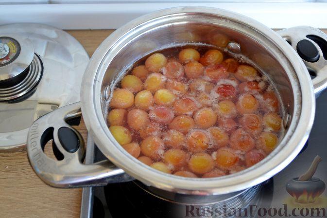 Фото приготовления рецепта: Варенье из белой черешни, с лимоном - шаг №6