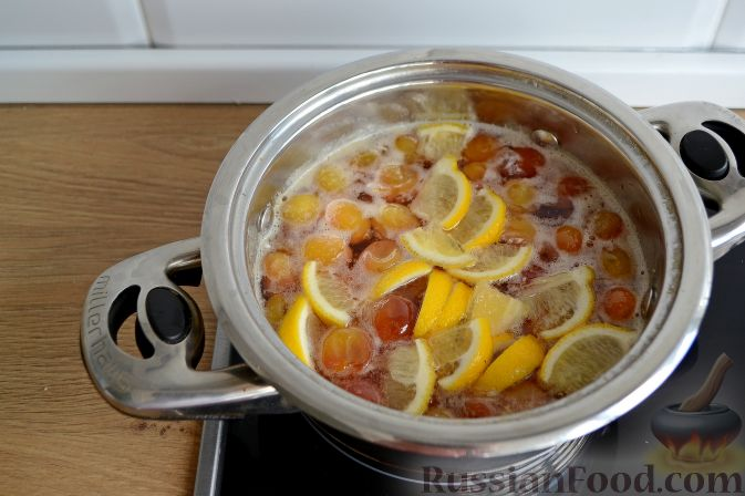 Фото приготовления рецепта: Варенье из белой черешни, с лимоном - шаг №7