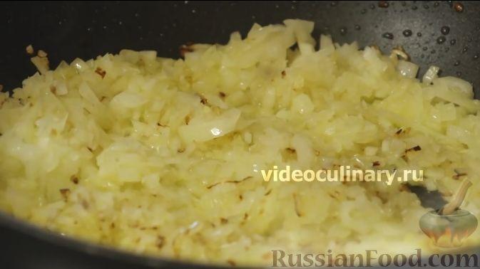 Фото приготовления рецепта: Цветная капуста с помидорами и сыром - шаг №3