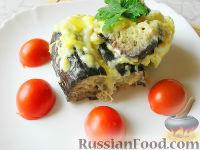 Фото к рецепту: Запеченные баклажаны с сыром и яйцом, под сметано-майонезным соусом