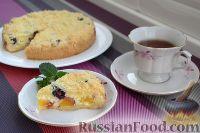 Фото к рецепту: Песочный пирог с творогом, ежевикой и нектаринами