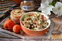 """Фото к рецепту: Салат """"Принцесса"""" с фасолью, грибами и сухариками"""
