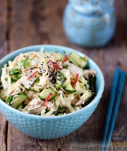 Фото приготовления рецепта: Салат с курицей и огурцами (по-азиатски) - шаг №8