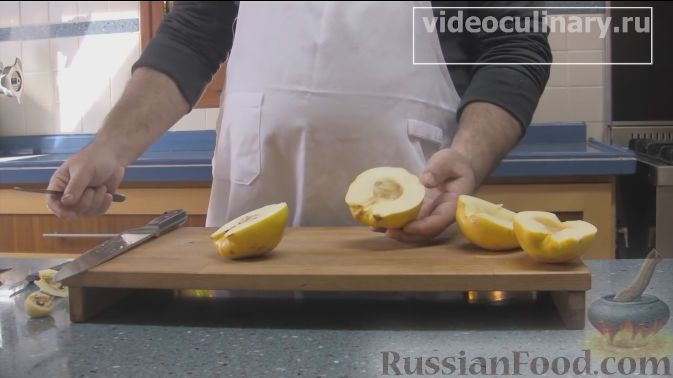 Фото приготовления рецепта: Слойка с ветчиной, сметаной и зеленью петрушки - шаг №7