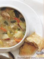Фото к рецепту: Густой куриный суп с овощами и сырными хлебцами