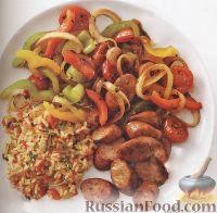 Фото к рецепту: Жареные овощи с рисом и куриными сосисками