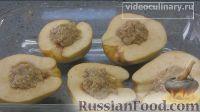 Фото приготовления рецепта: Айва, фаршированная орехами с мёдом, запечённая в духовке - шаг №5