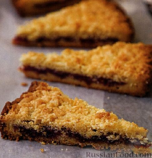 простой рецепт песочного рассыпчатого пирога с клубничным вареньем