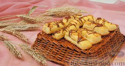 Фото приготовления рецепта: Киш с капустой и черносливом, в яично-сметанной заливке с сыром - шаг №19