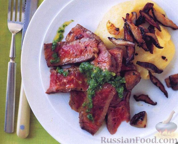 Рецепт Стейк под соусом из петрушки с жареными грибами