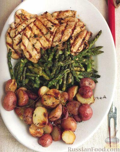 Рецепт Курица с чесноком, с жареным картофелем и спаржей