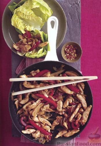 Рецепт Жареные кусочки курицы в салатных листьях