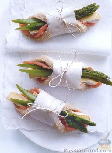 Рецепт Сэндвичи с лососем, сыром Бри и спаржей