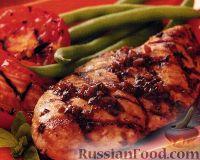 Фото к рецепту: Курица, жареная на гриле, с базиликом и помидорами
