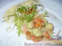 Фото к рецепту: Салат из креветок и авокадо