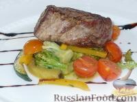 Фото к рецепту: Стейк из говяжей вырезки с овощами