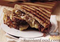 Фото к рецепту: Горячие бутерброды с сыром и сладким луком