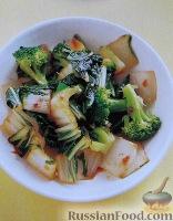 Фото к рецепту: Китайская капуста и брокколи с имбирем и соевым соусом