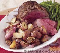 Фото к рецепту: Ростбиф с молодым картофелем и луком-шалотом