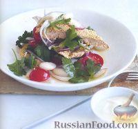 Фото к рецепту: Телятина в кукурузной панировке и салат с фасолью