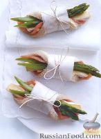 Фото к рецепту: Сэндвичи с лососем, сыром Бри и спаржей