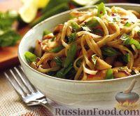 Фото к рецепту: Рисовая лапша с тофу, зеленым луком и арахисом