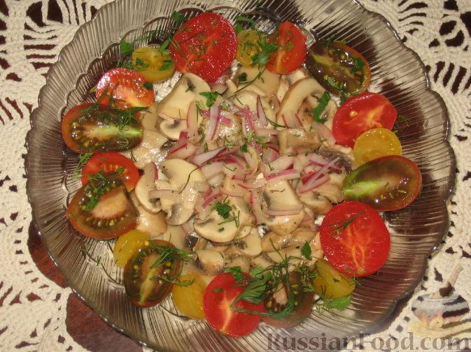 Рецепт Салат из шампиньонов с помидорами
