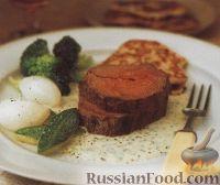 Фото к рецепту: Жареное говяжье филе с картофельными оладьями