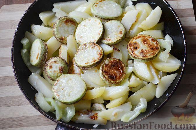 Фото приготовления рецепта: Драники из свеклы и картофеля - шаг №5