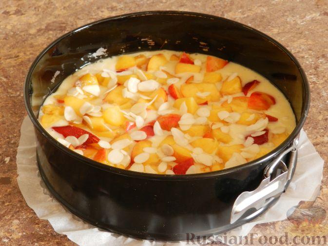 Фото приготовления рецепта: Творожный пирог с нектаринами - шаг №12