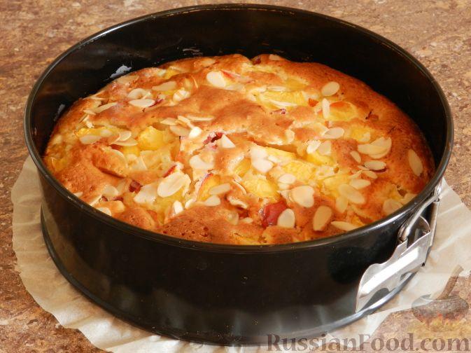 Фото приготовления рецепта: Творожный пирог с нектаринами - шаг №13