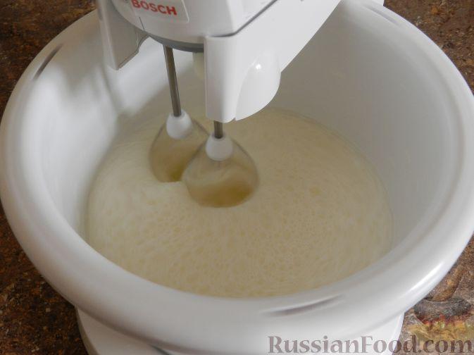 Фото приготовления рецепта: Торт-суфле с персиками - шаг №8