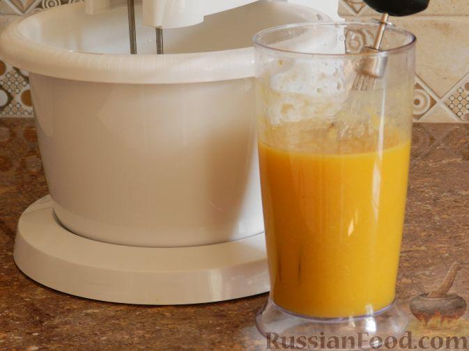 Фото приготовления рецепта: Торт-суфле с персиками - шаг №7